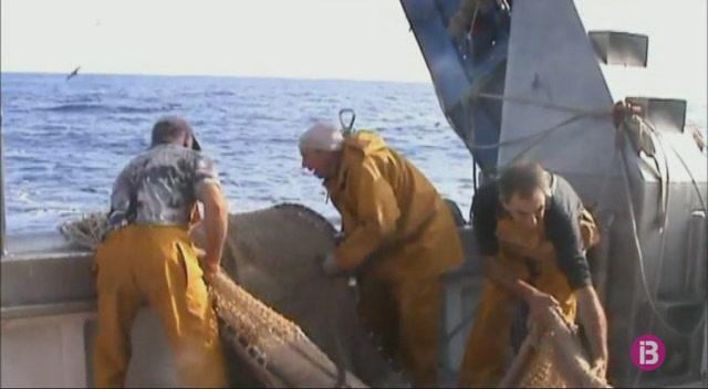 Una+barca+de+Ma%C3%B3+prova+amb+%C3%A8xit+un+nou+sistema+de+pesca+sostenible