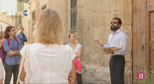 Ciutadella+celebra+el+Dia+mundial+del+turisme+amb+una+visita+teatralitzada