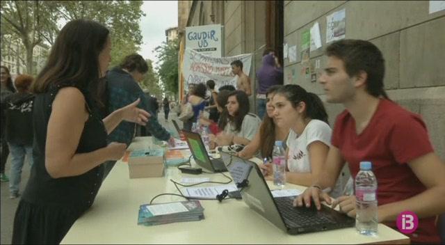 Milers+d%27estudiants+es+manifesten+a+Barcelona+en+favor+del+refer%C3%A8ndum
