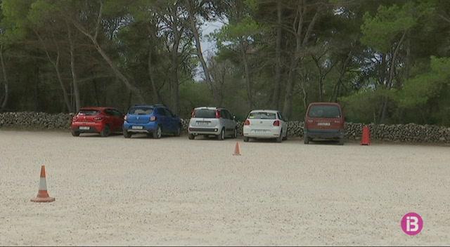 Macarella+i+Cala+en+Turqueta+tindran+informadors+als+aparcaments+fins+dimecres