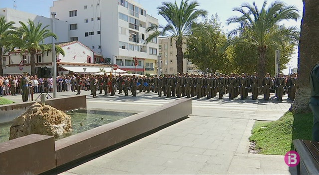 M%C3%A9s+de+400+civils+juren+bandera+a+Eivissa+en+un+acte+criticat+per+l%27esquerra