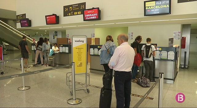 Les+cancel%C2%B7lacions+d%27Air+Nostrum+provoquen+el+caos+entre+els+passatgers+als+aeroports+de+les+Illes