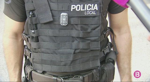 La+Policia+Local+evita+que+una+fam%C3%ADlia+ocupi+una+casa+d%27Establiments