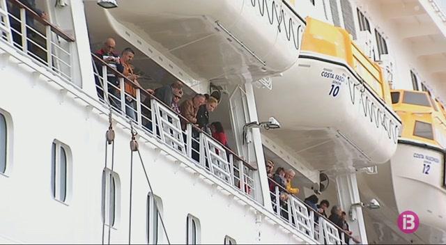 Costa+Creuers+alerta+als+seus+passatgers+d%27%E2%80%9Daldarulls+civils%E2%80%9D+a+Barcelona