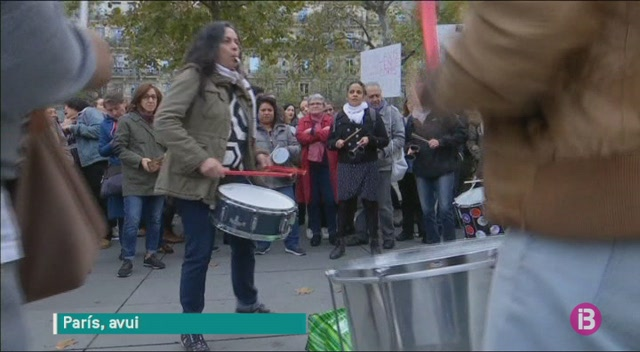 Centenars+de+francesos+surten+al+carrer+per+protestar+contra+l%27assetjament+sexual+de+les+dones
