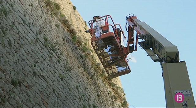Comencen+els+treballs+de+conservaci%C3%B3+de+les+murades+de+Dalt+Vila