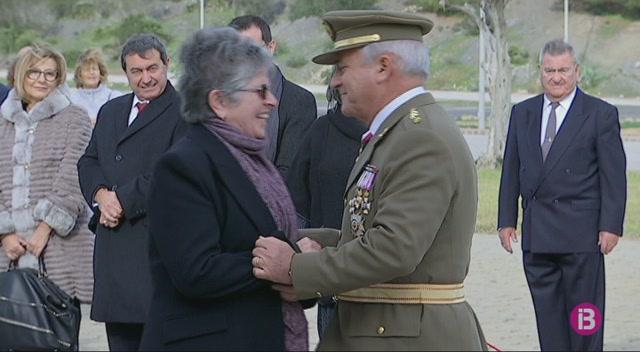 Dos+treballadors+de+recintes+militars+de+Menorca+reben+la+creu+blanca+al+m%C3%A8rit+militar