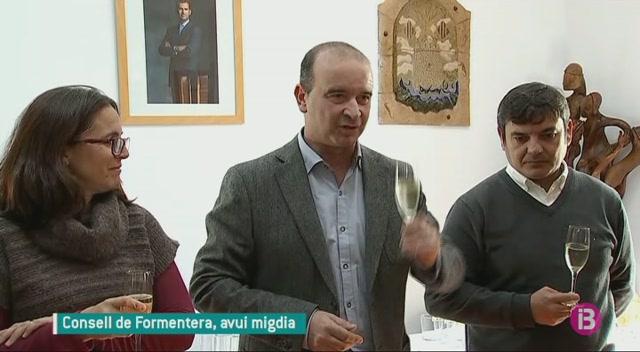 Brindis+al+Consell+de+Formentera+per+tancar+l%27any+i+desitjos+pel+que+entra