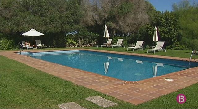 Els+hotelers+piti%C3%BCsos+critiquen+els+privilegis+de+Menorca+en+el+cobrament+de+l%27impost+tur%C3%ADstic