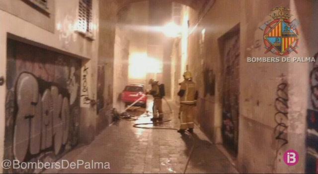 Calen+foc+a+diversos+contenidors+de+fems+a+Palma+durant+la+nit+de+Cap+d%27Any