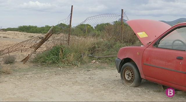 Vehicles+abandonats%2C+tanques+tombades+i+brutor+al+Port+del+Torrent