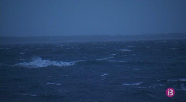 Les+connexions+entre+les+Piti%C3%BCses+han+quedat+interrompudes+pel+temporal+de+vent+i+mala+mar