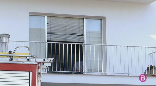 Evacuen+els+ve%C3%AFnats+d%27una+finca+de+Ma%C3%B3+a+causa+d%27un+incendi+a+un+dels+pisos