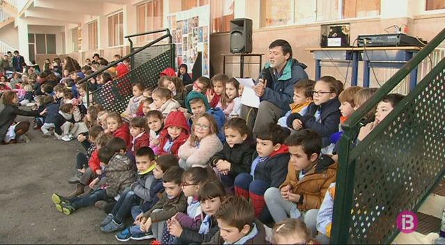 Les+escoles+de+Menorca+celebren+el+dia+de+la+Pau+amb+moltes+activitats+a+l%27hora+del+pati