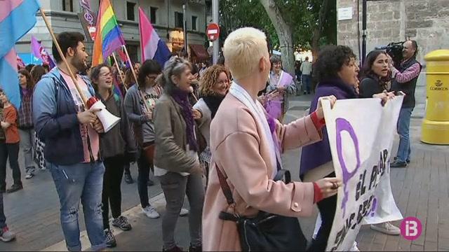 Manifestaci%C3%B3+feminista+a+Palma+per+reclamar+els+200+milions+d%27euros+del+pacte+contra+la+viol%C3%A8ncia+de+g%C3%A8nere