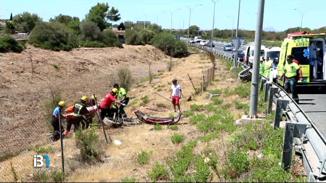 Dues+joves+salven+la+seva+vida+en+un+accident+de+cotxe+a+Llucmajor