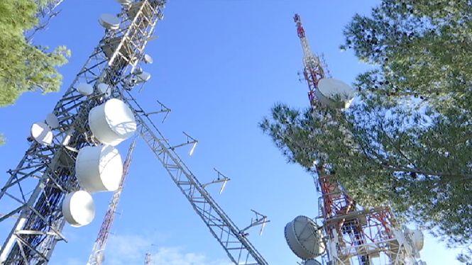 Un+cami%C3%B3+tomba+una+antena+de+telecomunicacions+a+Sant+Lloren%C3%A7