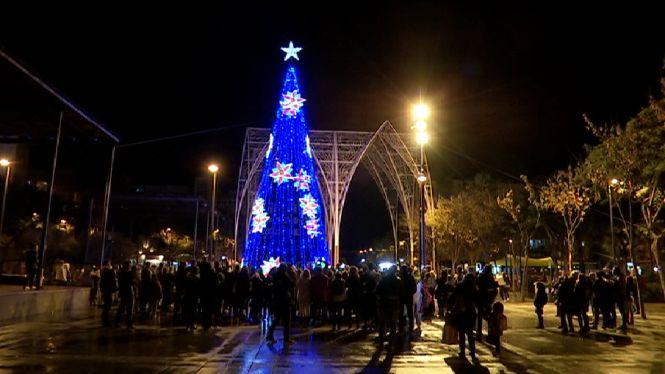 Vila+inaugura+l%27enllumenat+nadalenc