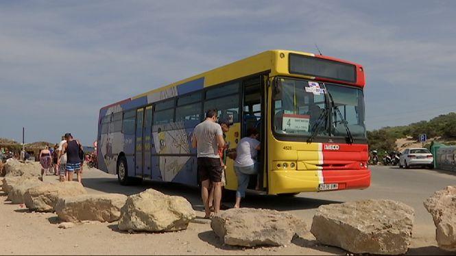 M%C3%A9s+de+150.000+viatgers+utilitzen+el+bus+per+anar+a+les+platges+de+Benirr%C3%A0s%2C+Comte+i+Cala+Salada