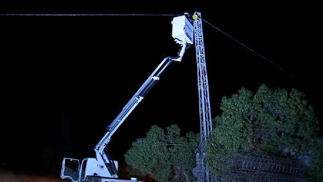 Darrers+treballs+per+reparar+els+cables+de+l%27autopista+d%27Inca