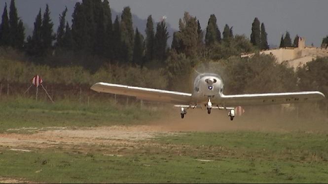 Aterratge+d%E2%80%99emerg%C3%A8ncia+d%E2%80%99una+avioneta+a+una+finca+de+fora+vila+entre+Inca+i+Sencelles