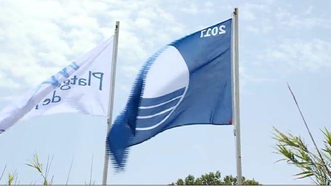 Lliuren+a+la+platja+de+Muro+les+45+banderes+blaves+que+onejaran+a+Mallorca+aquest+estiu