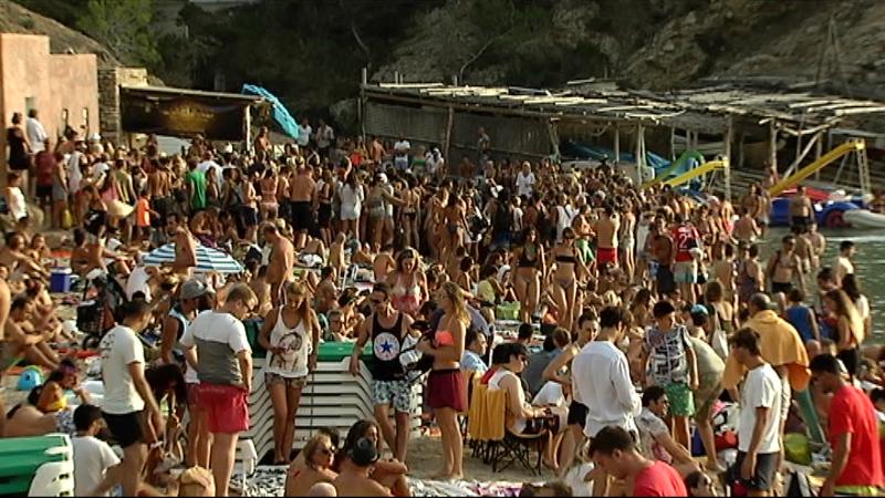 Sant+Joan+de+Labritja+ha+demanat+que+es+controlin+els+accessos+a+la+platja+de+Benirr%C3%A0s