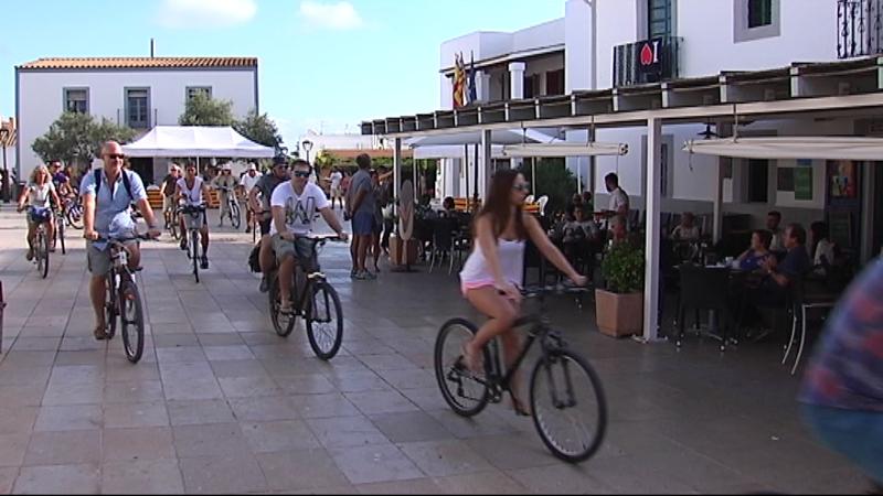 Bicicletada+popular+a+Formentera+per+promocionar+les+rutes+verdes+que+recorren+l%27illa