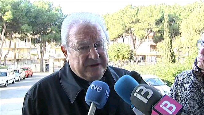 El+bisbe+de+Mallorca+ha+negat+avui+que+hagi+mantengut+una+relaci%C3%B3+impr%C3%B2pia+amb+la+seva+exsecret%C3%A0ria