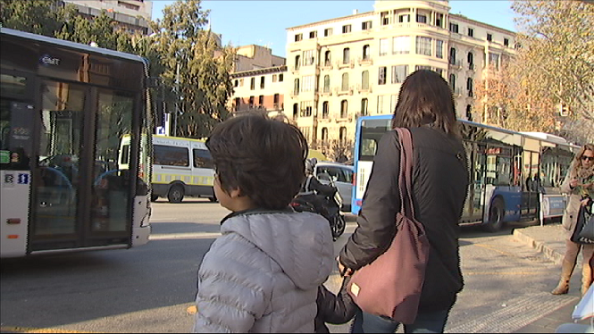 Els+menors+de+13+anys+viatgen+de+franc+als+autobusos+de+l%27EMT