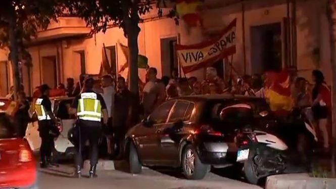 Desenes+de+persones+intenten+boicotejar+un+acte+sobre+l%271-O+a+Palma