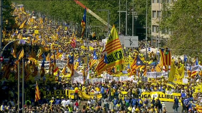 Milers+de+persones+es+manifesten+a+Barcelona+per+demanar+la+llibertat+dels+pol%C3%ADtics+empresonats