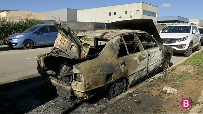 Dos+cotxes+cremats+al+Pol%C3%ADgon+Montecristo