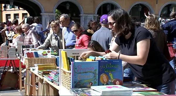 Sant+Jordi+omple+de+llibres+el+centre+de+Palma