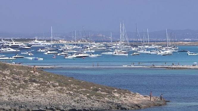 Eivissa+encarrega+un+estudi+sobre+la+massificaci%C3%B3+de+fondejos
