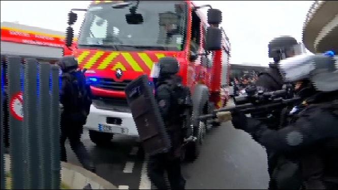 Un+home+mor+abatut+per+la+policia+a+l%27aeroport+Par%C3%ADs-Orly
