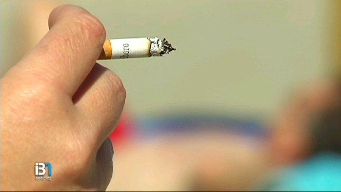 L%27Ajuntament+eivissenc+ha+aprovat+avui+una+norma+que+impedeix+el+consum+de+cigarrets+a+la+platja+de+Santa+Eul%C3%A0ria