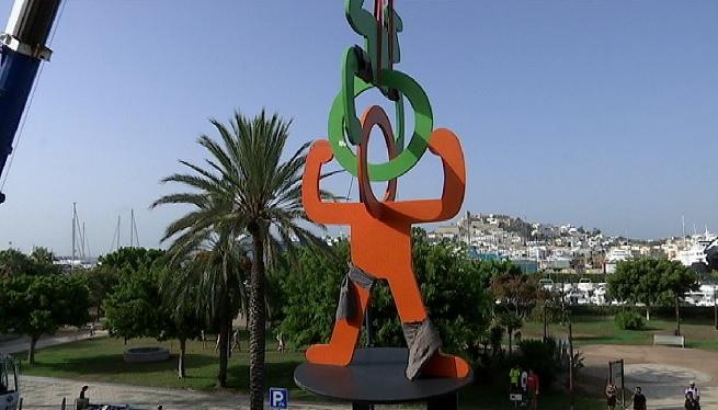 Una+escultura+del+%26%238216%3Bpop-artista%27+Keith+Haring%2C+al+passeig+Joan+Carles+I+d%27Eivissa
