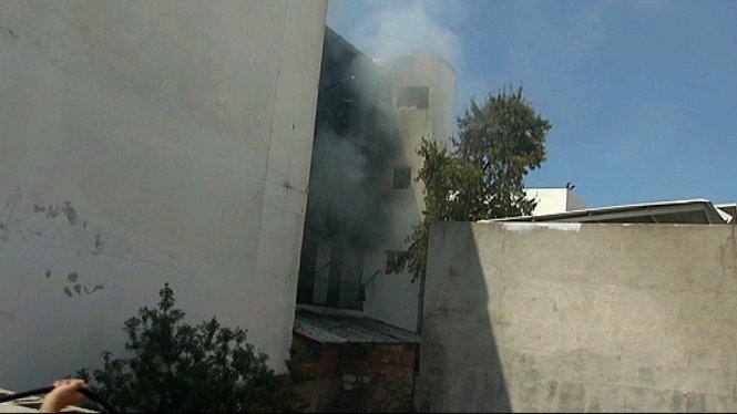 Un+incendi+intencionat+obliga+a+desallotjar+els+ve%C3%AFnats+d%27un+edifici+a+Sant+Antoni