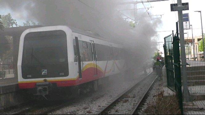 Un+incendi+en+el+vag%C3%B3+del+tren+que+feia+la+ruta+Palma-Sa+Pobla+obliga+a+tallar+el+servei+durant+3+hores