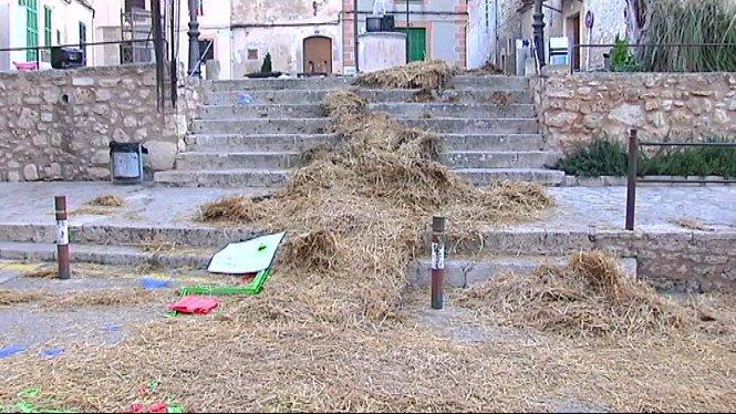 Els+quintos+celebren+el+Sants+Innocents+a+diversos+municipis+del+pla+de+Mallorca