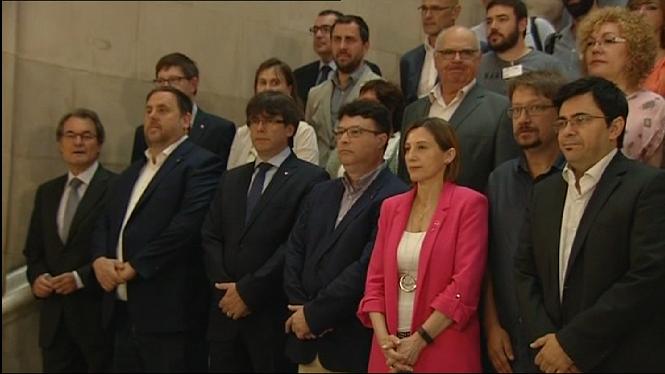 Una+comitiva+acompanya+el+diputat+Joan+Josep+Nuet+a+declarar+davant+el+TSJC