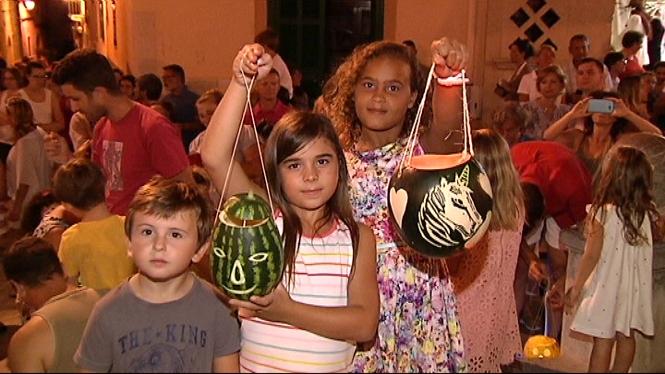 La+festa+de+les+llanternes+per+celebrar+Sant+Bartomeu+a+Alc%C3%BAdia