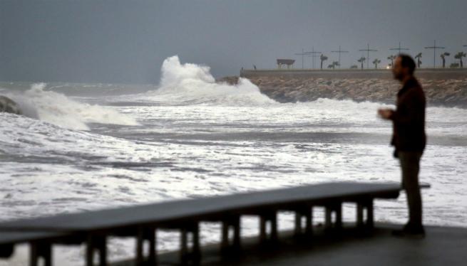 El+temporal+de+mala+mar+mant%C3%A9n+el+port+de+Ciutadella+tancat