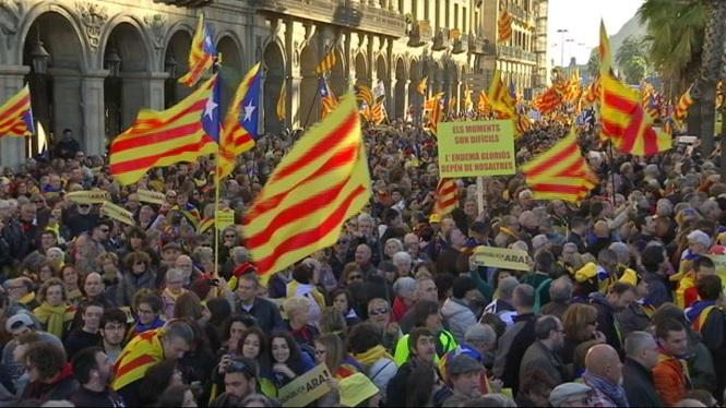 Milers+de+catalans+demanen+els+pol%C3%ADtics+que+es+posin+d%27acord+i+impulsin+la+Rep%C3%BAblica+catalana