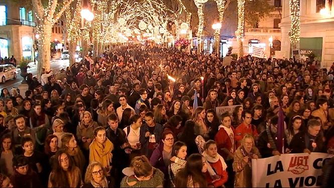 Milers+de+manifestants+contra+la+viol%C3%A8ncia+masclista+a+cinquanta+ciutats