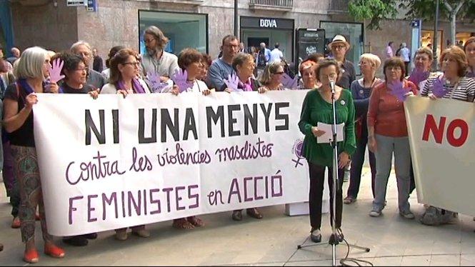 Un+centenar+de+persones+criden+contra+la+viol%C3%A8ncia+masclista+a+Palma