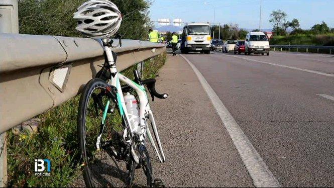 Un+ciclista+mor+despr%C3%A9s+de+topar+amb+un+cami%C3%B3+de+grans+dimensions+a+la+carretera+del+Port+d%27Alc%C3%BAdia