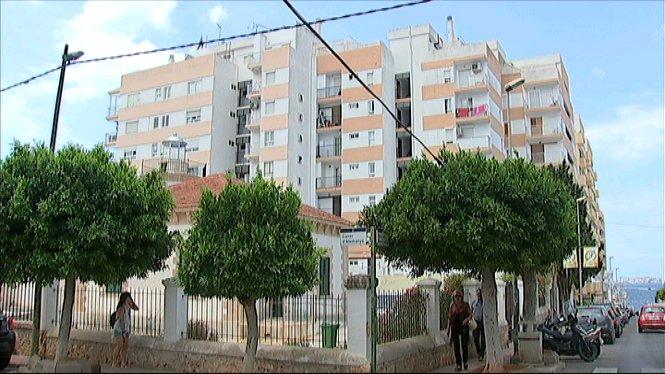 Mor+un+home+a+Eivissa+en+caure+d%27un+edifici+d%27apartaments+del+centre+de+Sant+Antoni