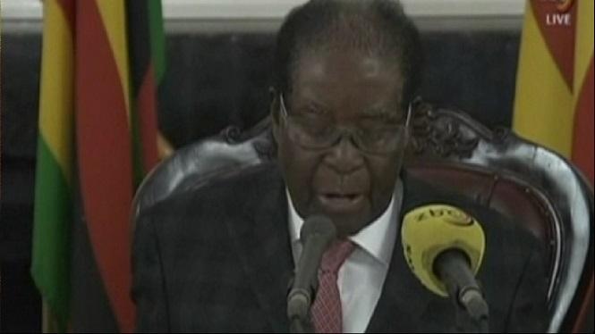 Mugabe+s%27aferra+de+moment+al+poder